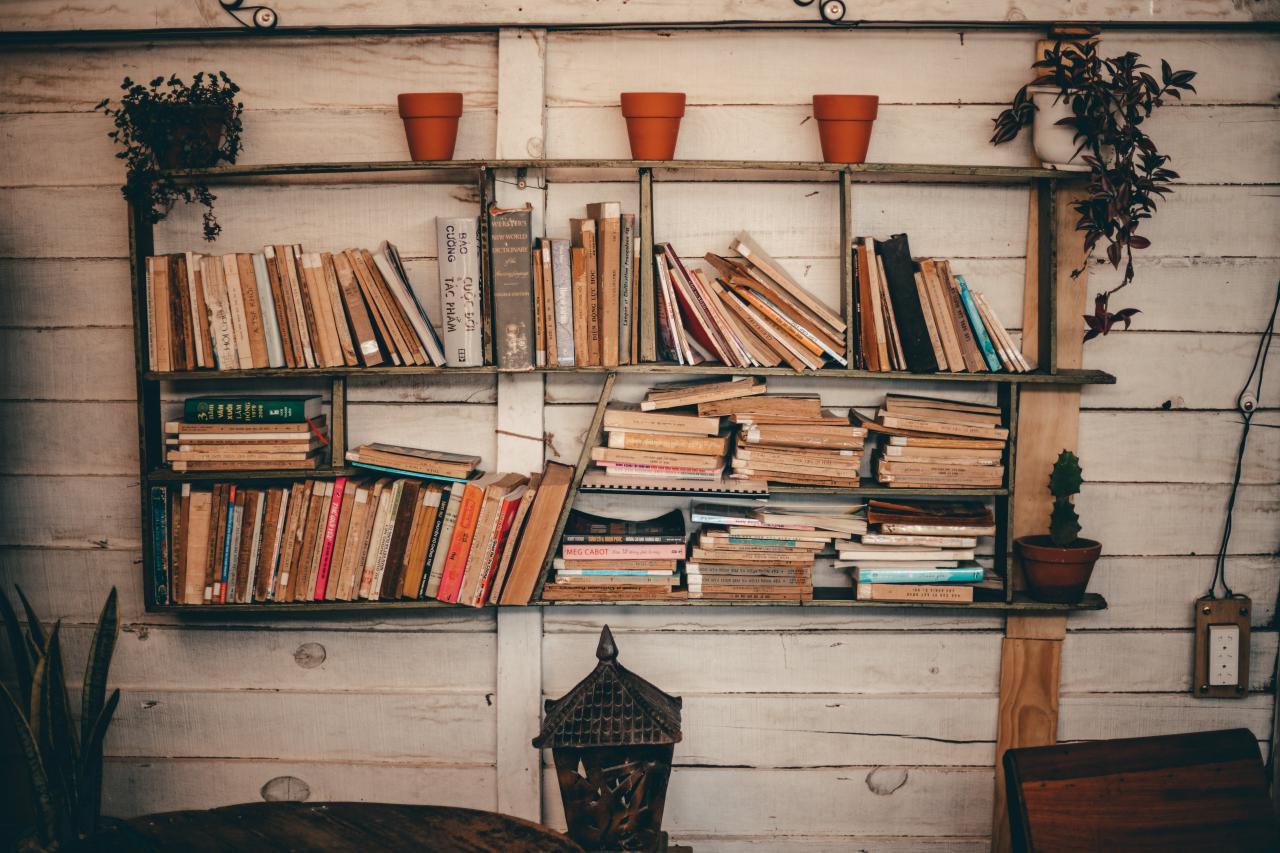 صور خلفيات كتب ومذاكرة رائعة بجودة عالية لخلفية كتاب للجوال وسطح مكتب الكمبيوتر