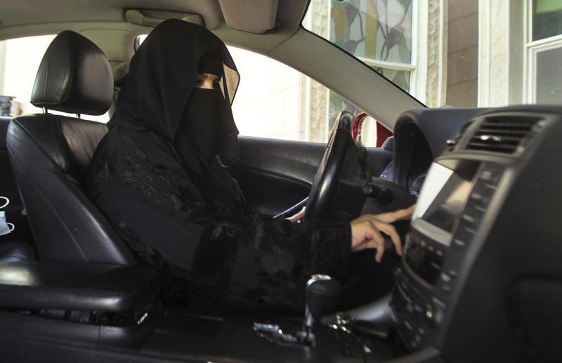 مشروع تعليم النساء السعوديات لقيادة السيارة