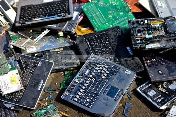 مشروع تدوير النفايات الالكترونية